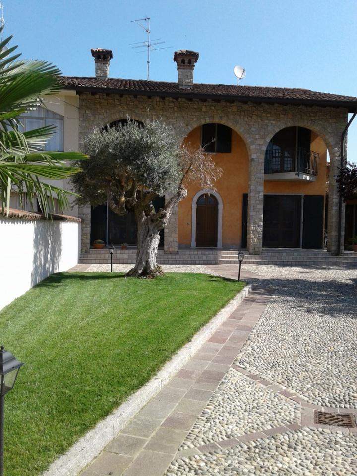 Villa in vendita a Mairano, 7 locali, prezzo € 390.000   CambioCasa.it