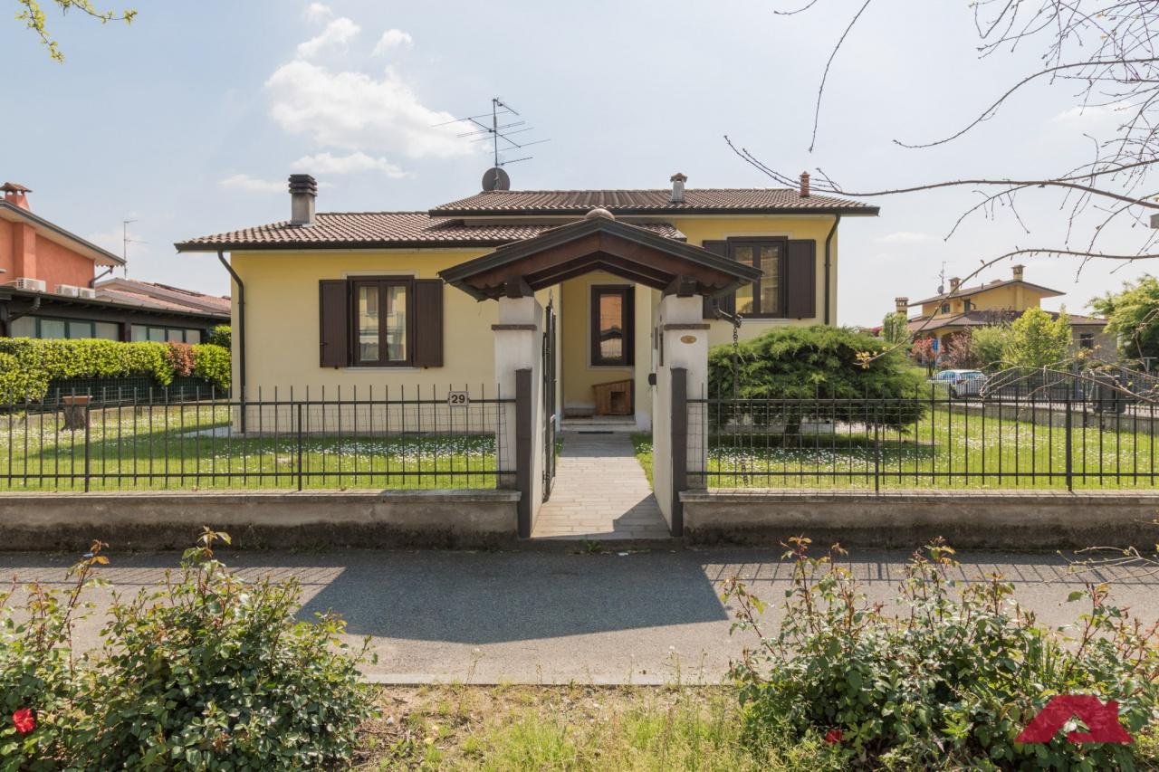 Villa in vendita a Maclodio, 5 locali, prezzo € 220.000 | PortaleAgenzieImmobiliari.it