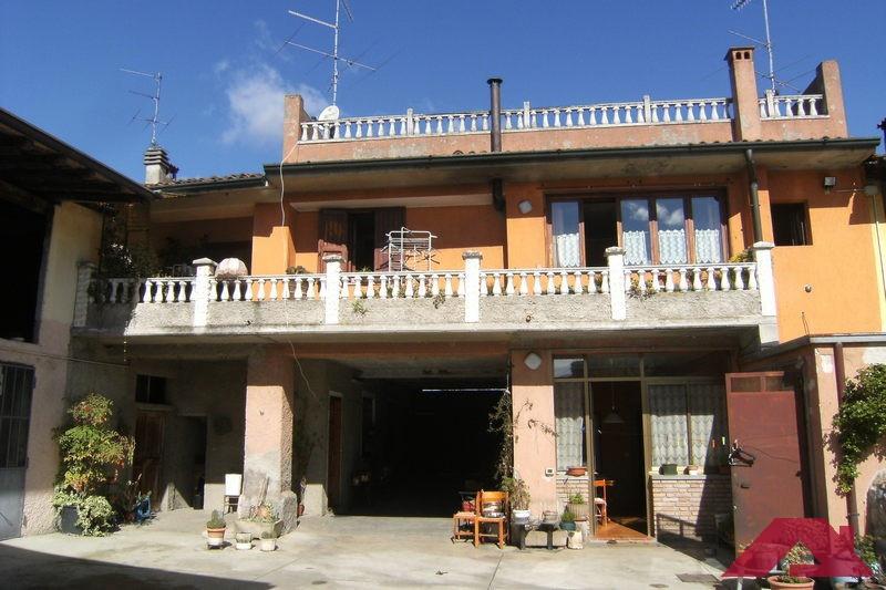 Rustico / Casale in vendita a Capriano del Colle, 10 locali, prezzo € 590.000 | PortaleAgenzieImmobiliari.it