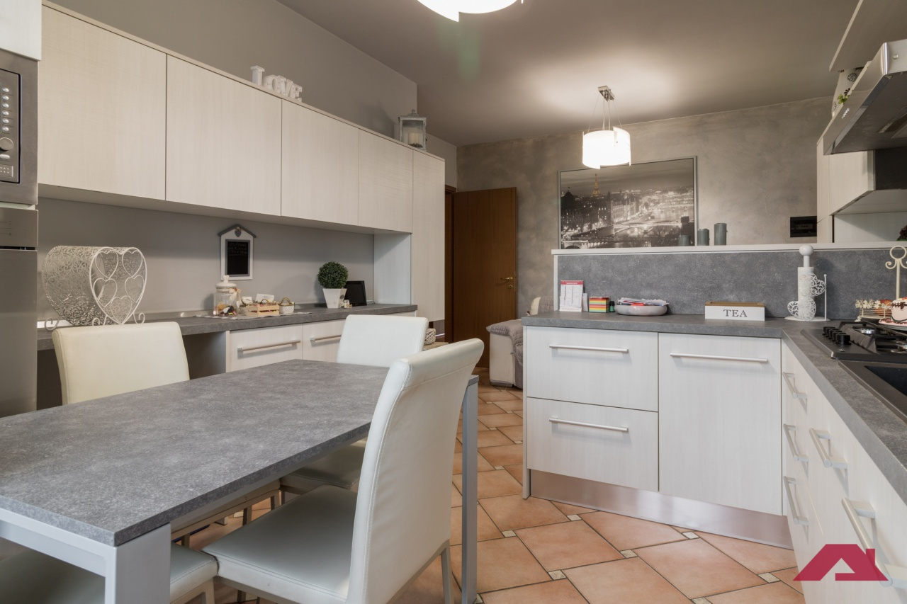Appartamento da ristrutturare in vendita Rif. 10260979