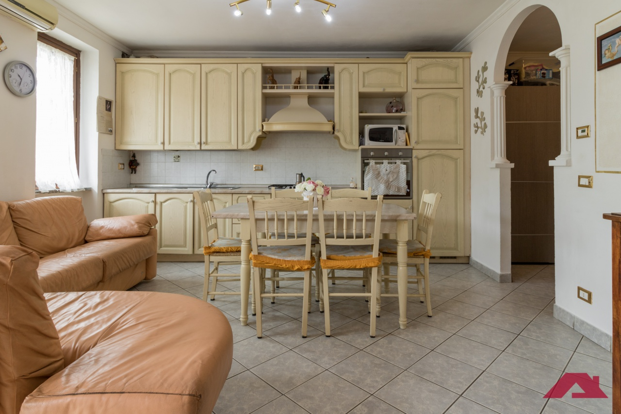 Appartamento da ristrutturare in vendita Rif. 10286009