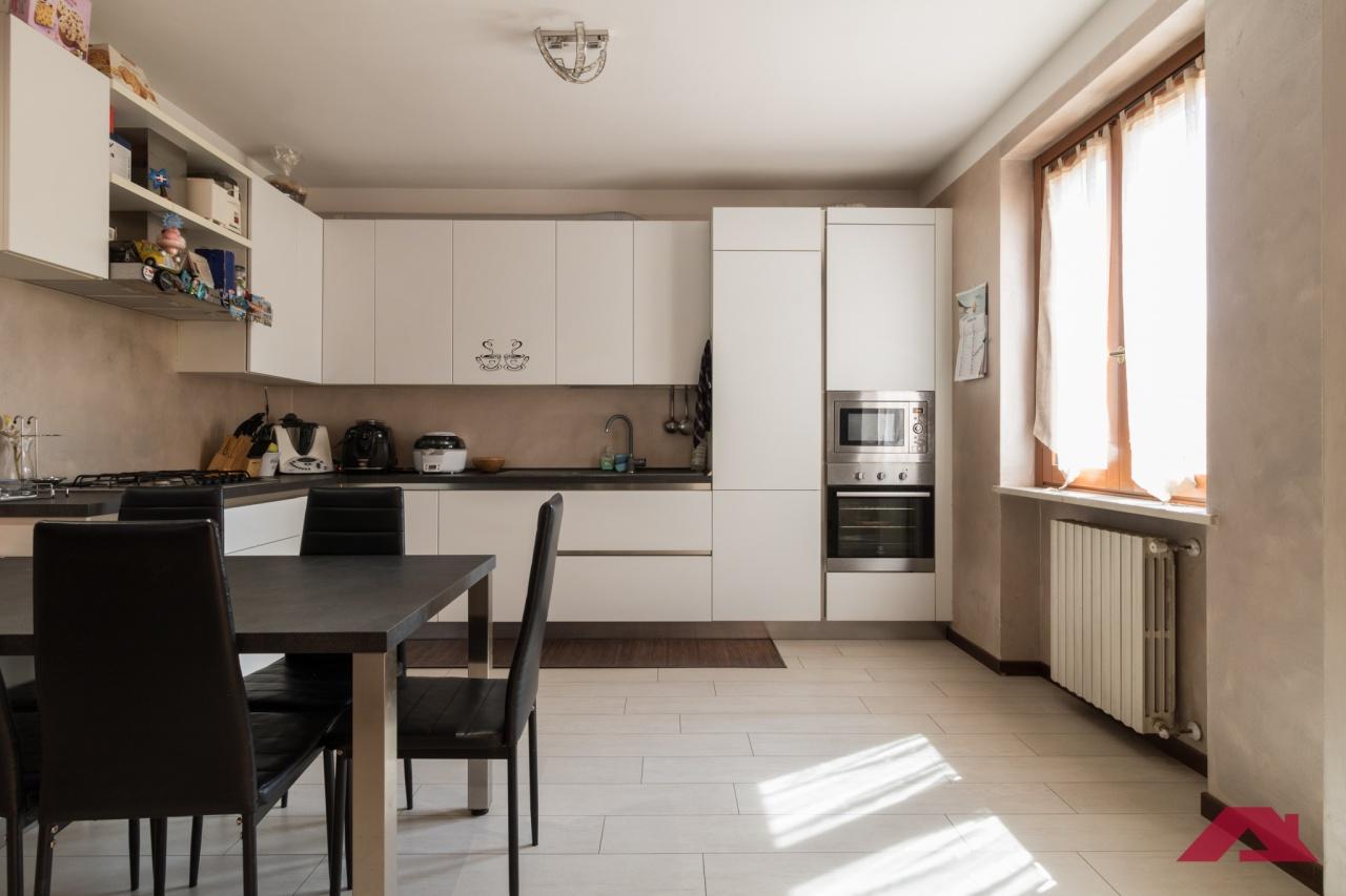 Appartamento da ristrutturare in vendita Rif. 10457914