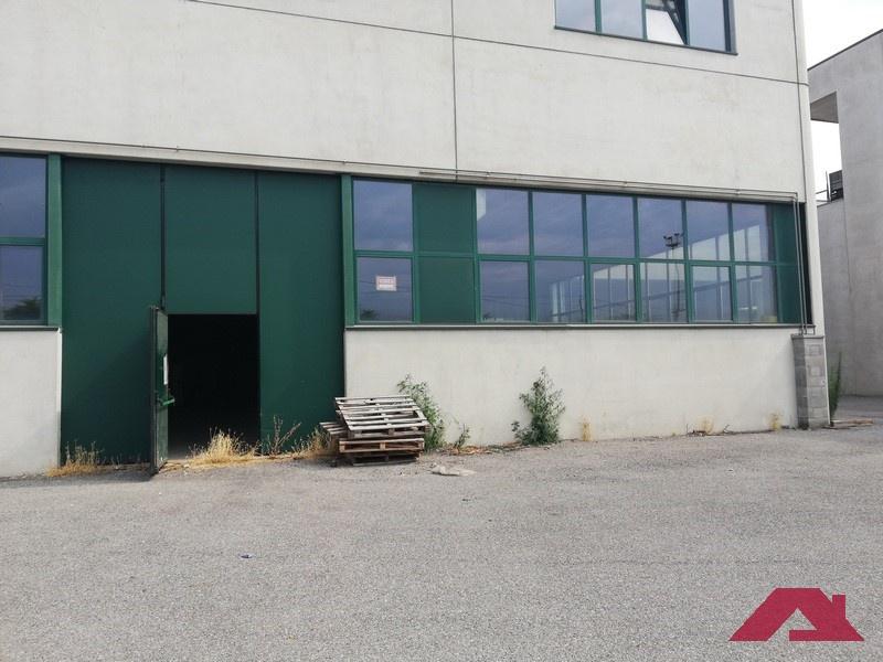 Magazzino - capannone da ristrutturare in vendita Rif. 10762187