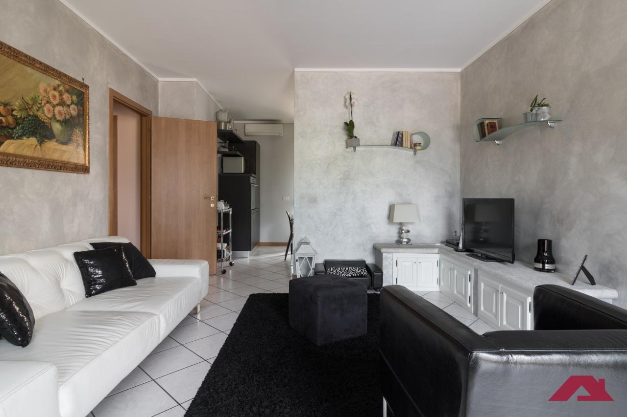 Appartamento in buone condizioni in vendita Rif. 10943311
