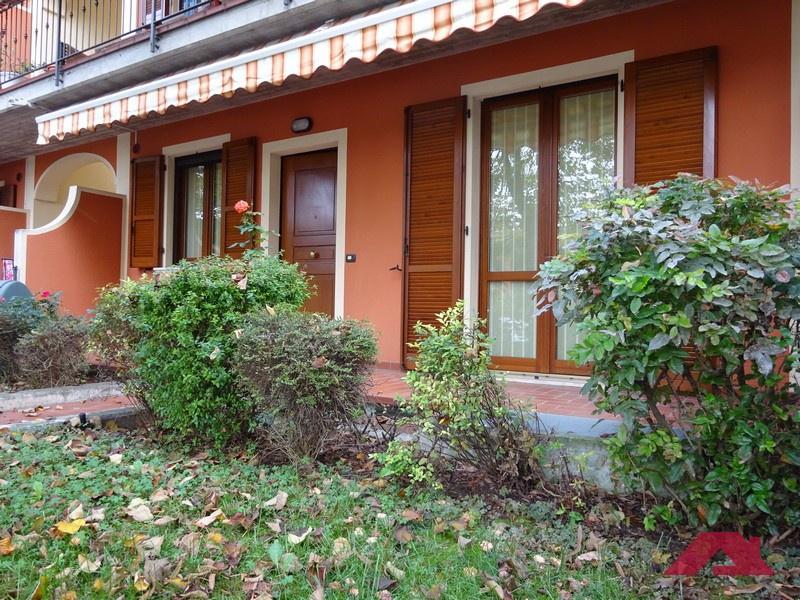 Appartamento in buone condizioni in vendita Rif. 11350444