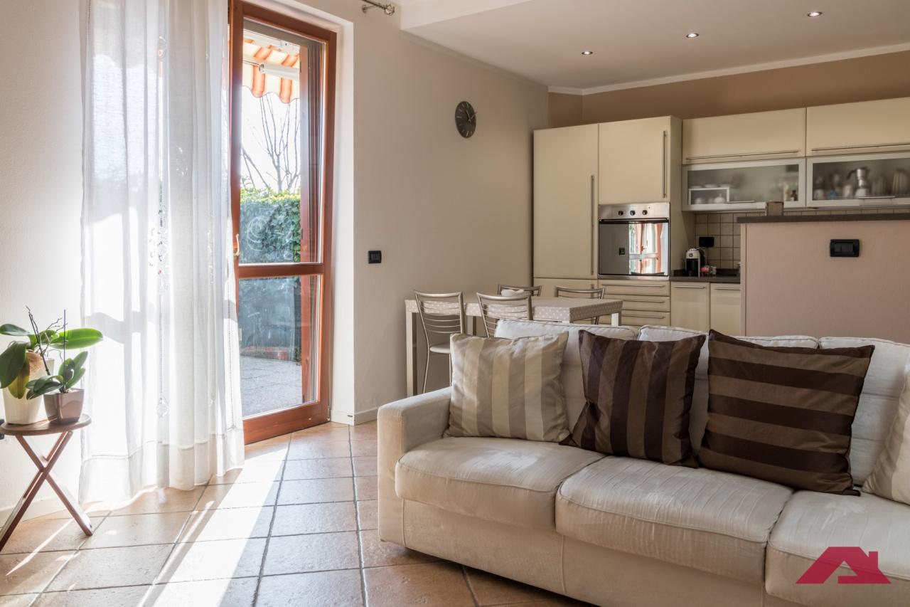 Appartamento in buone condizioni in vendita Rif. 12022042