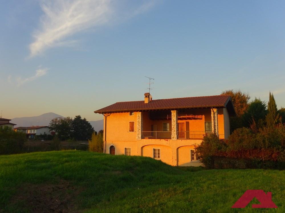 Villa in vendita a Passirano, 5 locali, Trattative riservate | PortaleAgenzieImmobiliari.it