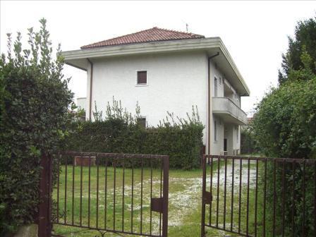vendita appartamento montignoso   250000 euro  3 locali  80 mq
