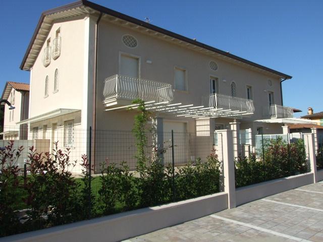 vendita villa a schiera massa ronchi  320000 euro  4 locali  100 mq