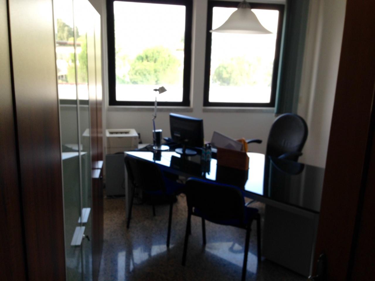 Ufficio / Studio in affitto a Massa, 3 locali, prezzo € 700 | CambioCasa.it