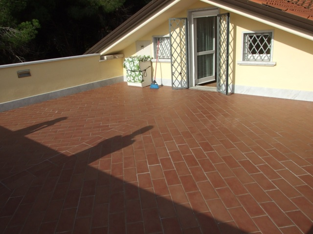 vendita villa a schiera massa marina di massa  350000 euro  4 locali  120 mq