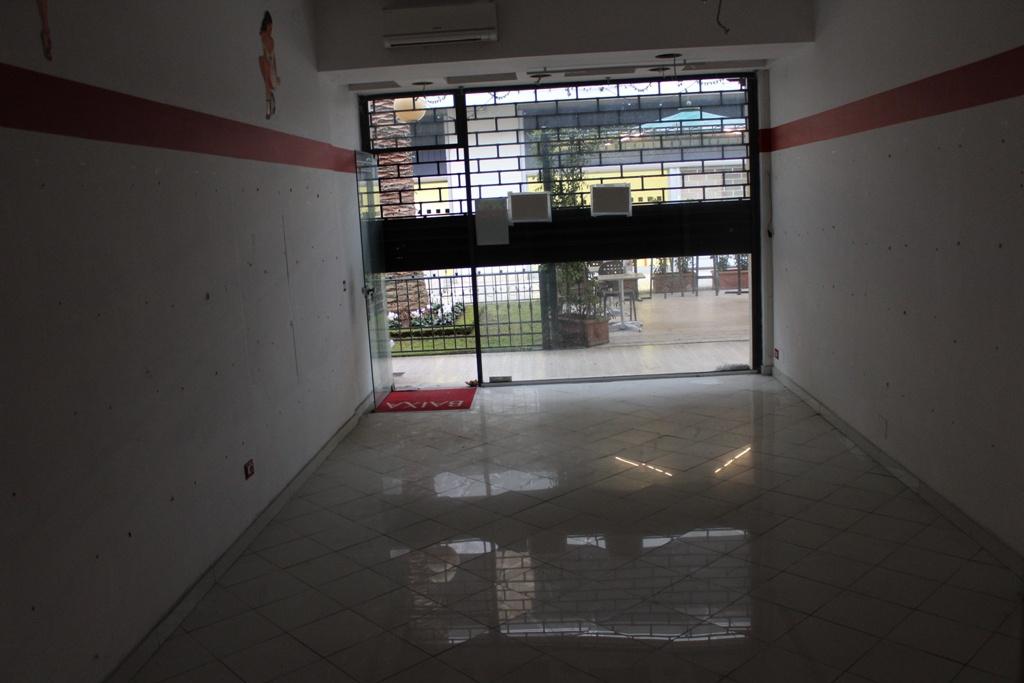 Negozio / Locale in vendita a Massa, 2 locali, prezzo € 140.000 | CambioCasa.it