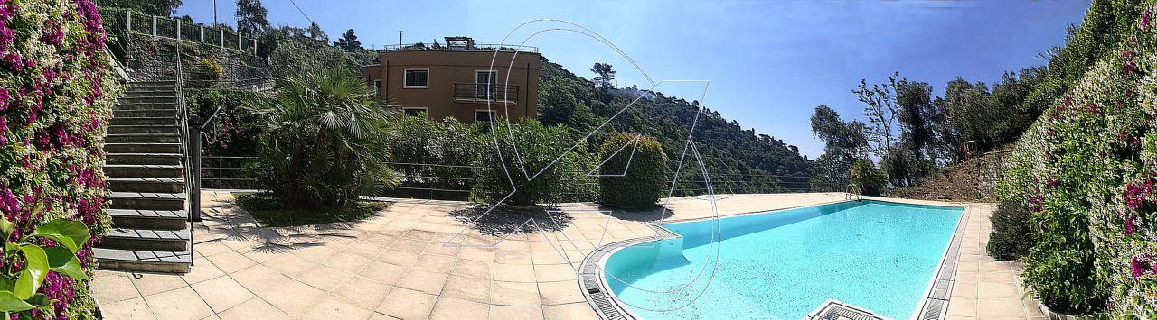 ZOAGLI: si vende ai piedi di S. Ambrogio e vicino alla spiaggia di Marina di Bardi, appartamento in villa, fronte mare con vista splendida, piscina, nuova ristrutturazione di ca. 135 mq.
