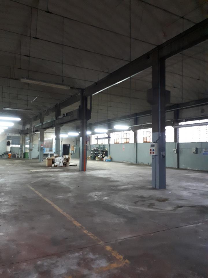 Magazzino - capannone in buone condizioni in vendita Rif. 8570016