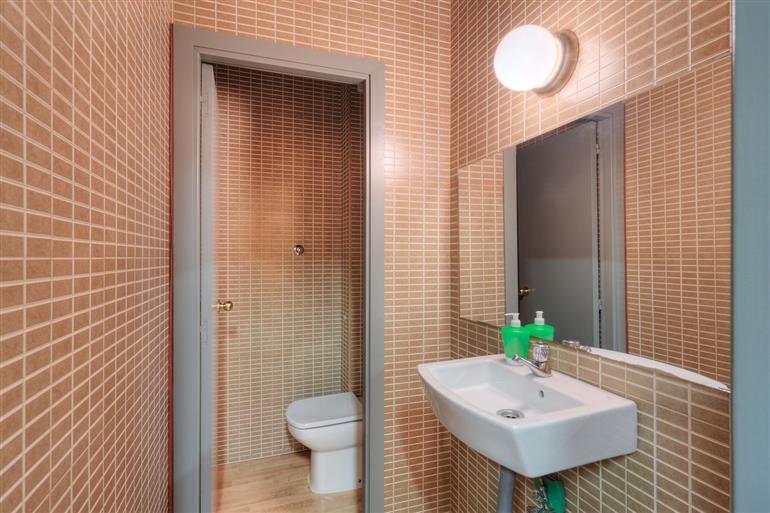Stabile / Palazzo in discrete condizioni in vendita Rif. 8515936