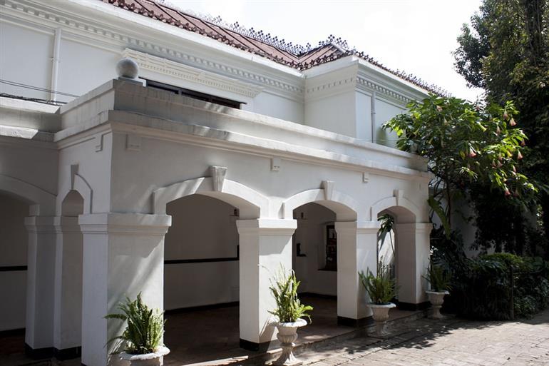 Stabile / Palazzo in discrete condizioni in vendita Rif. 9636296