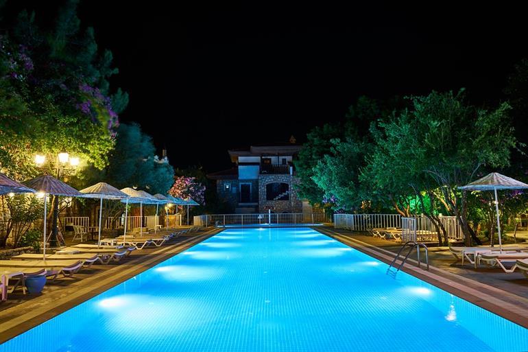 Albergo in vendita a Castel Gandolfo, 60 locali, prezzo € 5.800.000 | CambioCasa.it