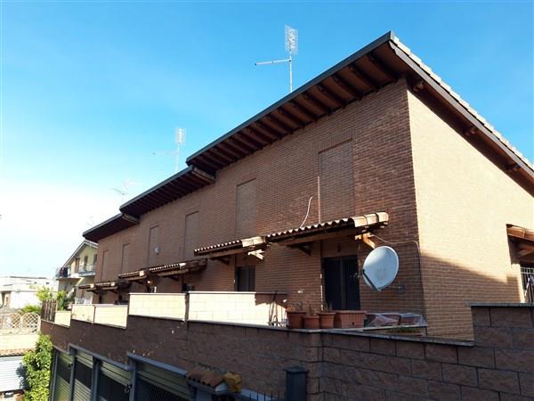 Villa a Schiera in vendita a Roma, 5 locali, prezzo € 199.000 | CambioCasa.it