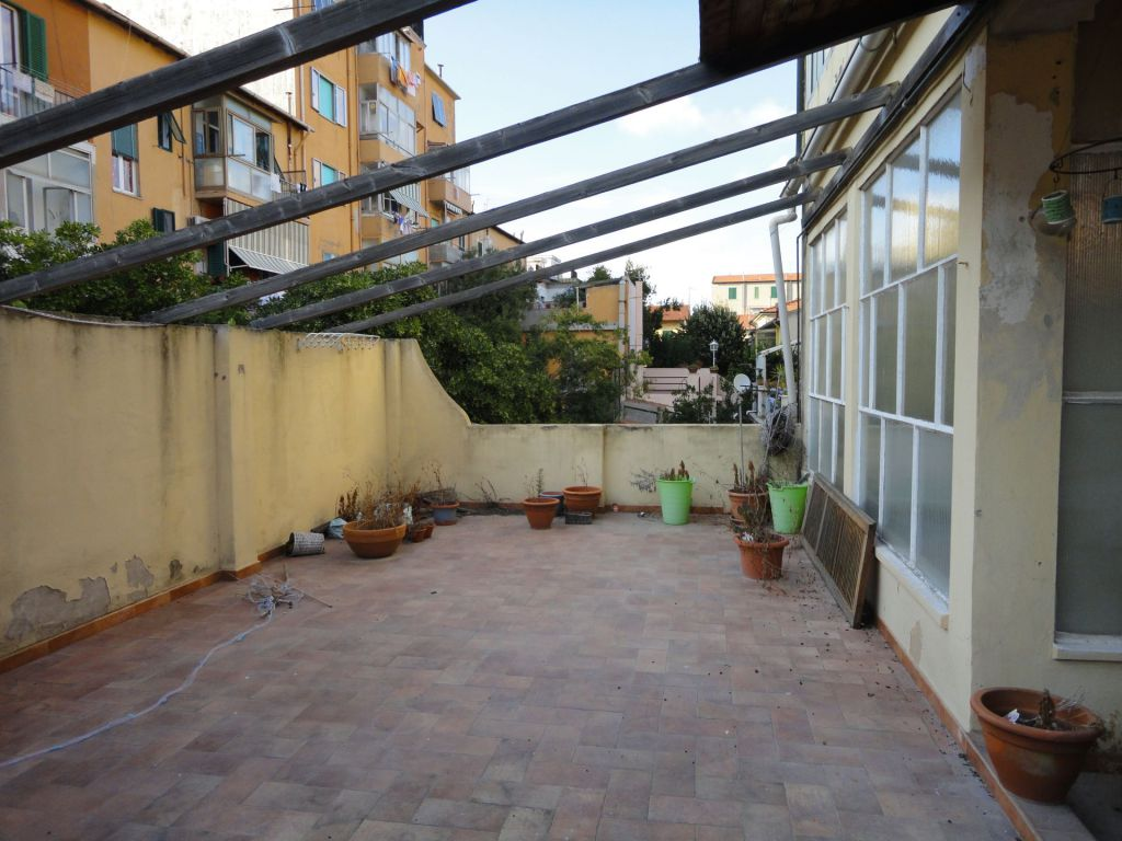 Appartamento in affitto a Piombino, 7 locali, zona Località: GENERICA, prezzo € 850 | Cambio Casa.it
