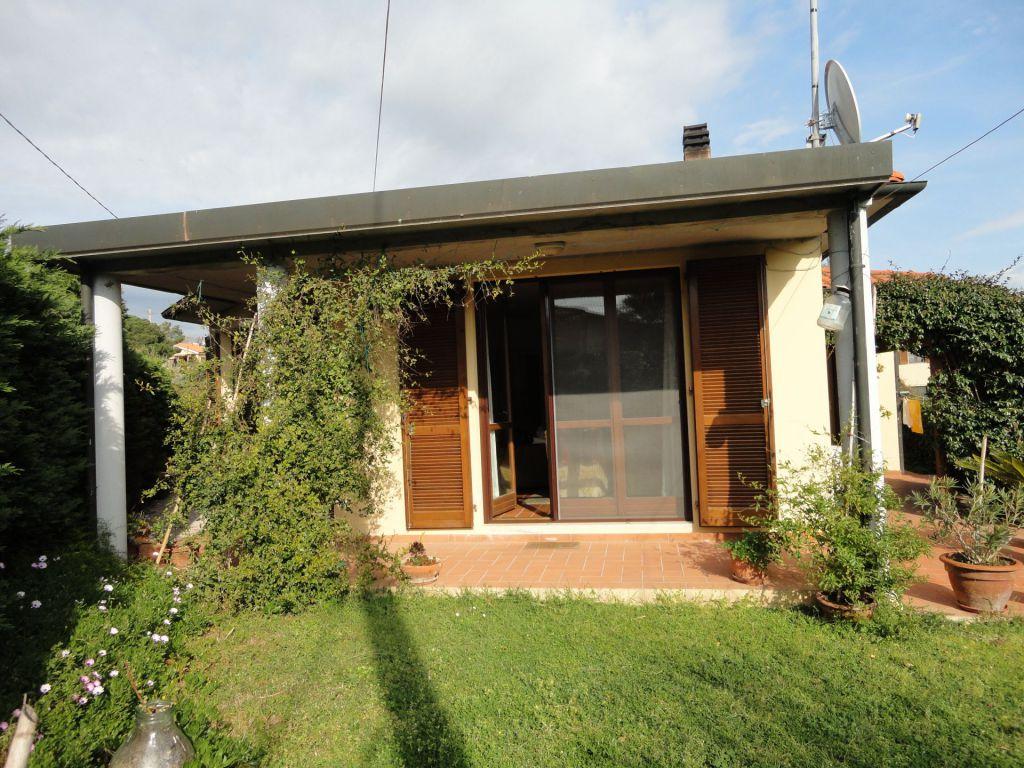 Soluzione Indipendente in vendita a Piombino, 4 locali, zona Località: GENERICA, prezzo € 330.000 | Cambio Casa.it