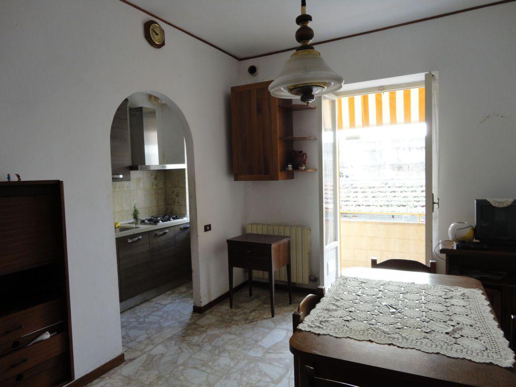 Appartamento in vendita a Piombino, 4 locali, zona Località: GENERICA, prezzo € 120.000 | Cambio Casa.it