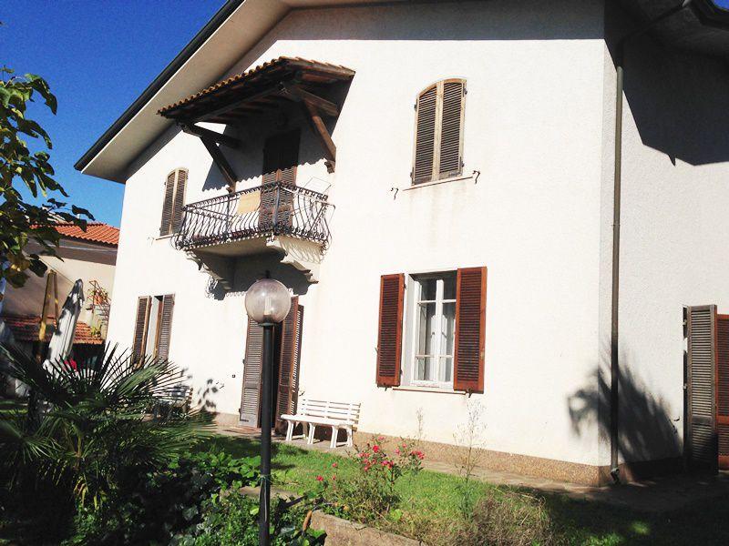 Villa in vendita a Pietrasanta, 10 locali, prezzo € 500.000 | PortaleAgenzieImmobiliari.it