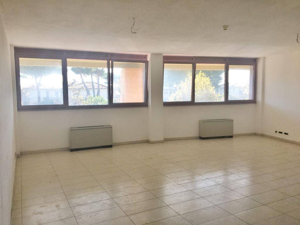 Ufficio / Studio in affitto a Camaiore, 1 locali, prezzo € 750 | CambioCasa.it