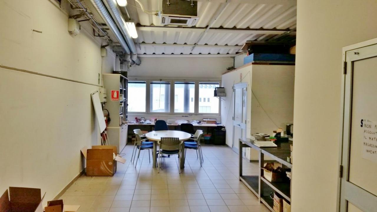 Laboratorio in affitto a Viareggio, 6 locali, prezzo € 900 | CambioCasa.it
