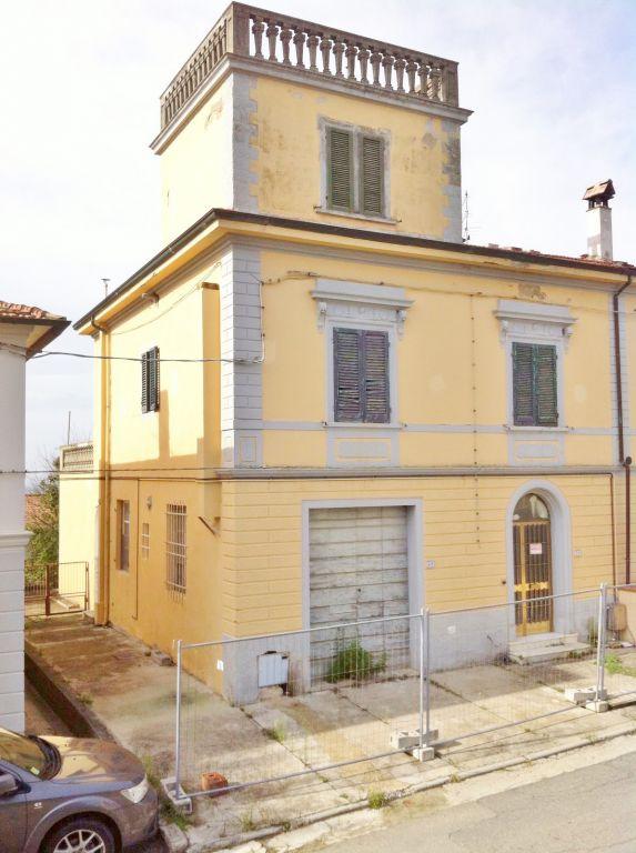 Soluzione Indipendente in vendita a Palaia, 9 locali, prezzo € 200.000 | CambioCasa.it