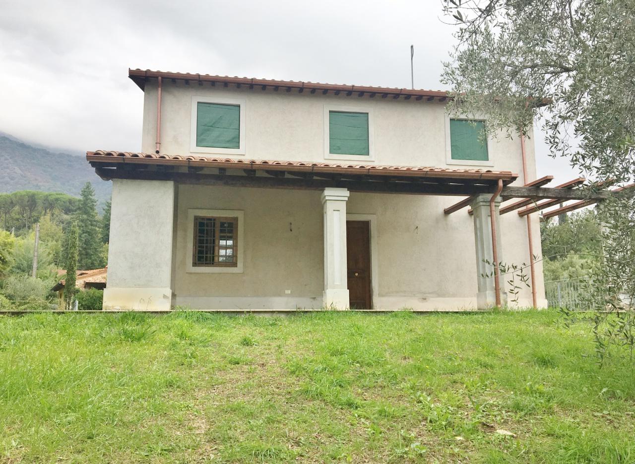 Villa 6 locali in vendita a Camaiore (LU)