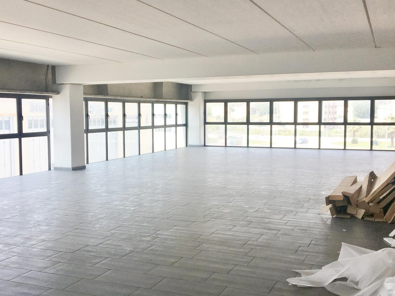Ufficio trilocale in affitto a Viareggio (LU)