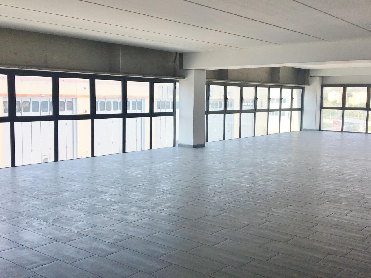Ufficio trilocale in affitto a Viareggio (LU)-4