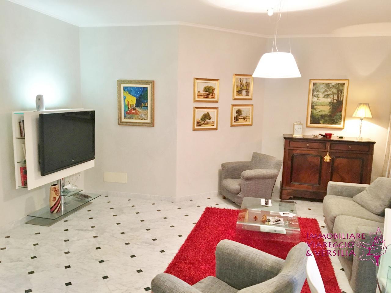 Appartamento in affitto a Viareggio, 3 locali, prezzo € 1.350 | CambioCasa.it
