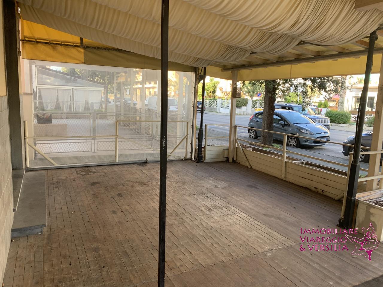Negozio / Locale in vendita a Camaiore, 2 locali, prezzo € 240.000   CambioCasa.it