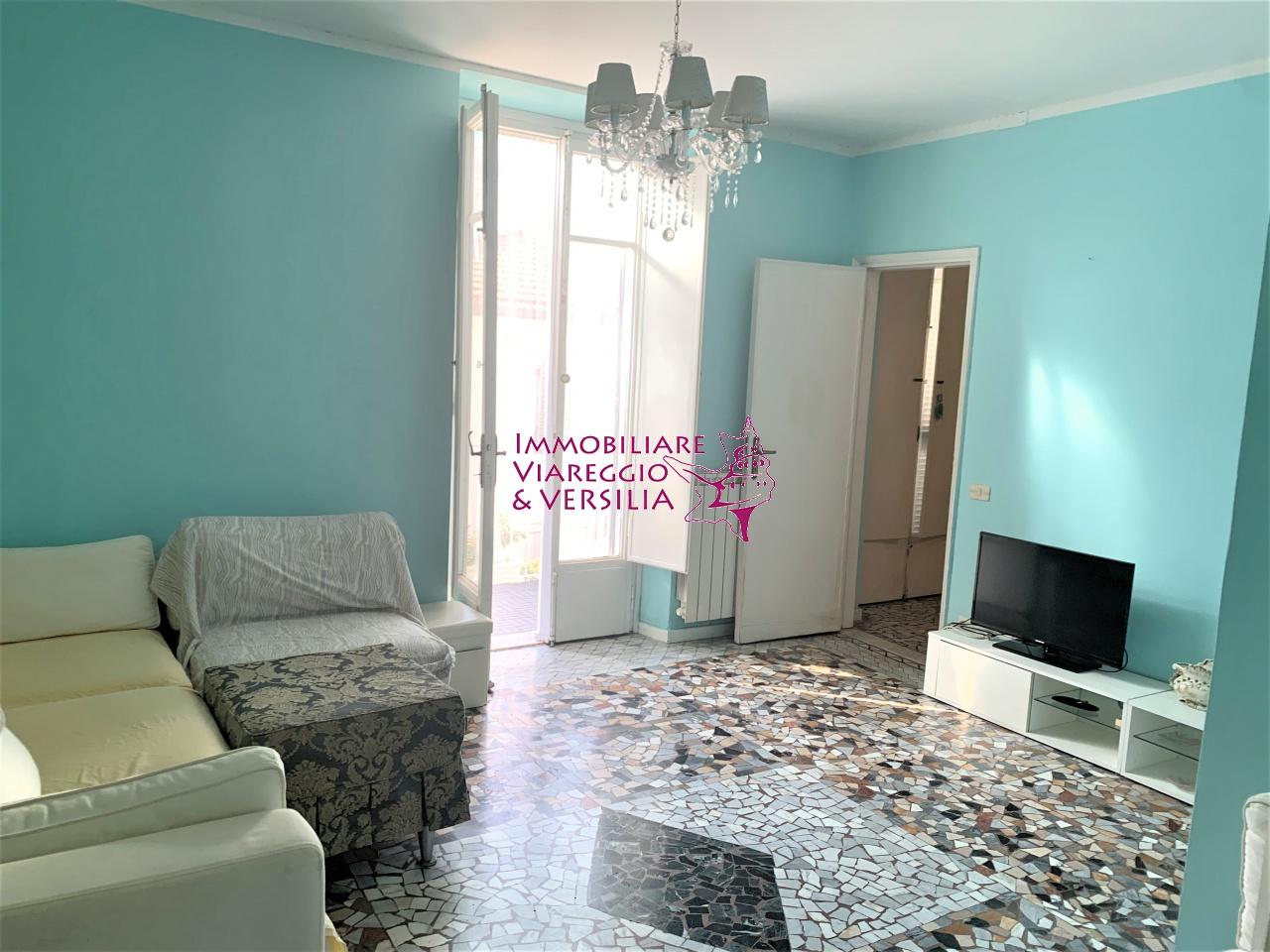 Soluzione Indipendente in affitto a Viareggio, 5 locali, prezzo € 600 | CambioCasa.it