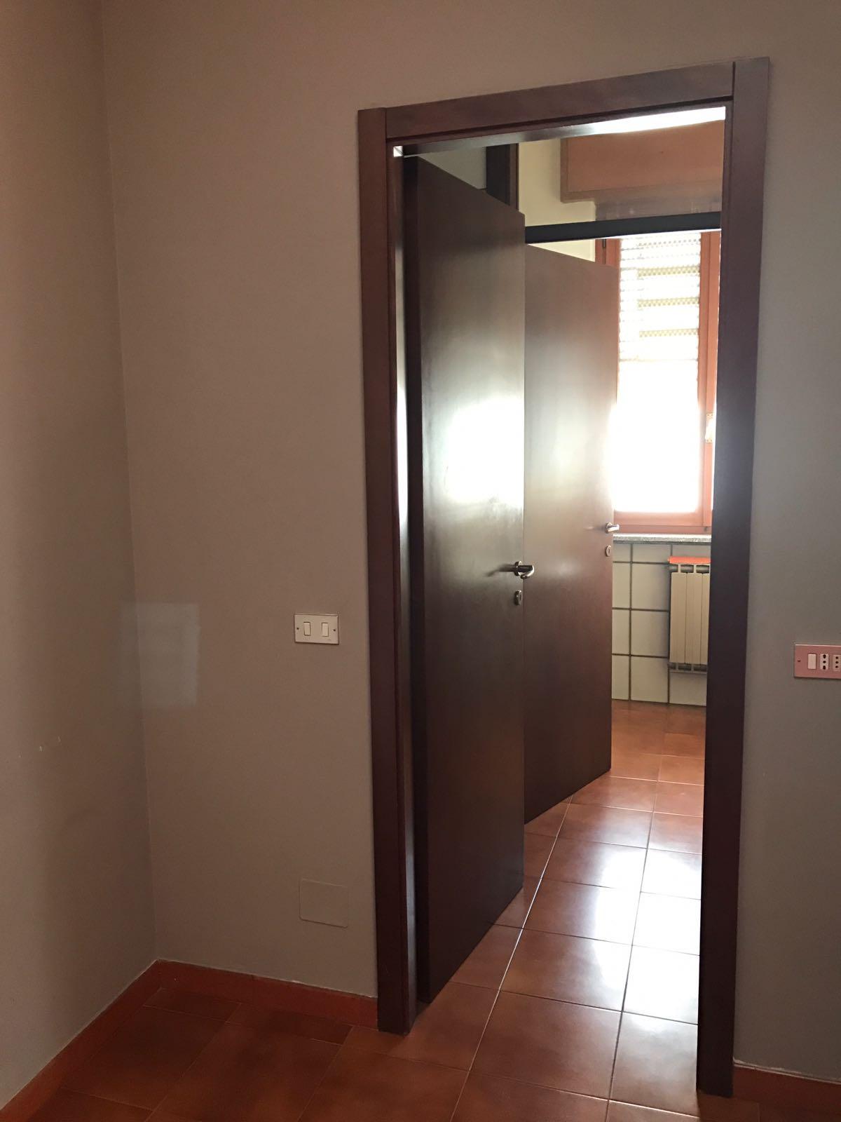 Ufficio in buone condizioni in affitto Rif. 10450902