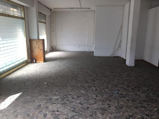 Attività commerciale in discrete condizioni in affitto Rif. 9990855