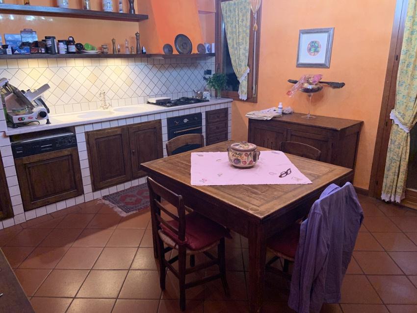 Appartamento in buone condizioni in vendita Rif. 11561219