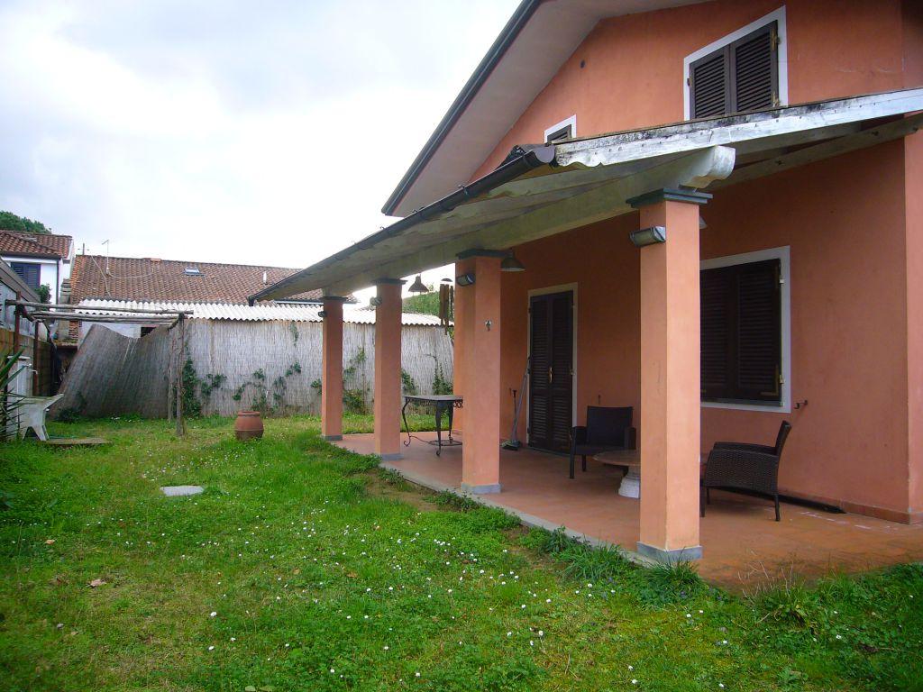 Soluzione Indipendente in affitto a Pietrasanta, 5 locali, zona Località: MARINA DI PIETRASANTA, prezzo € 4.500   Cambio Casa.it