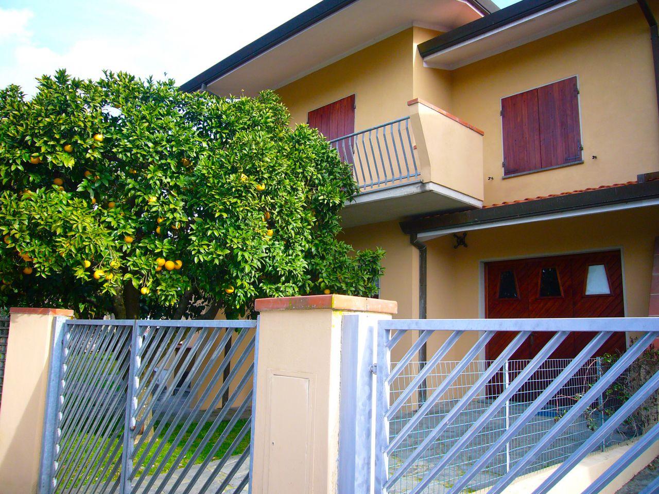affitto villa bifamiliare pietrasanta periferia  3000 euro  10 locali  1120 mq