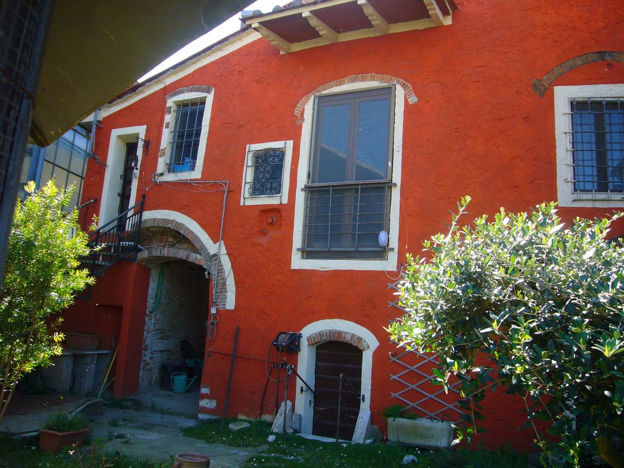 Appartamento in discrete condizioni in vendita Rif. 9984463