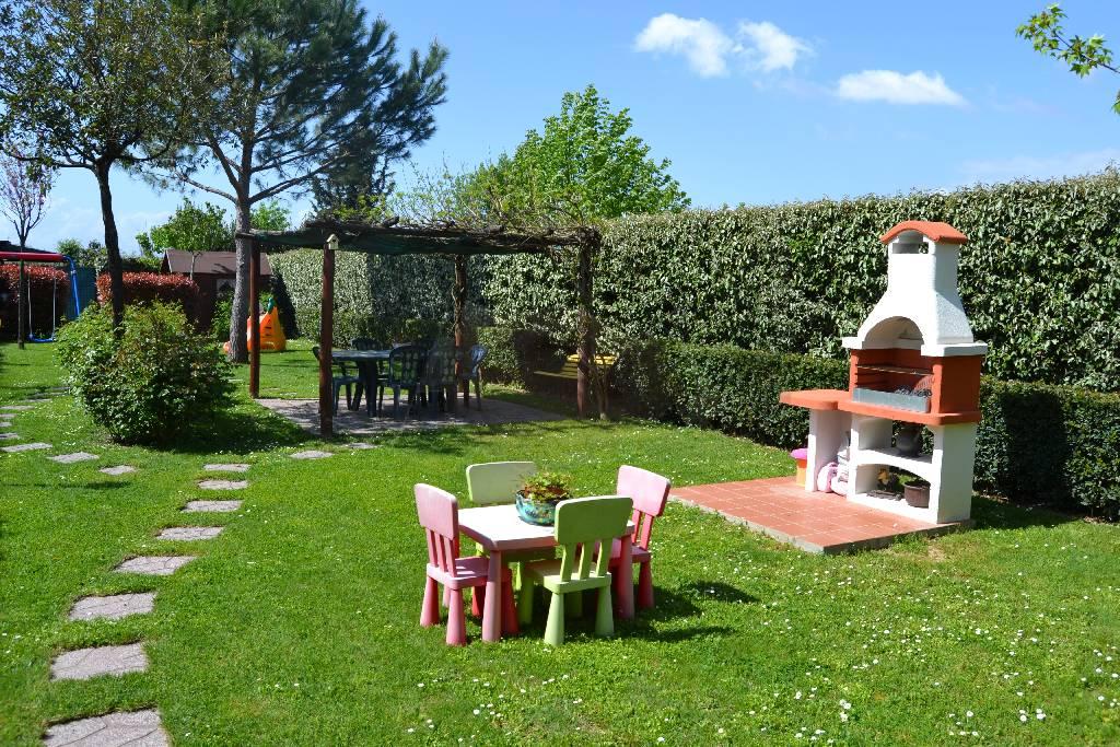 Appartamento con giardino a prato for Piano terra di 380 piedi quadrati