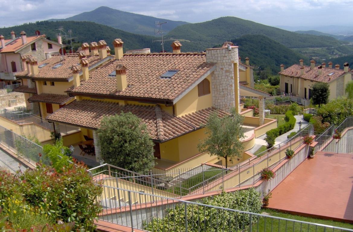 Villa in vendita a Calenzano, 8 locali, prezzo € 650.000   CambioCasa.it