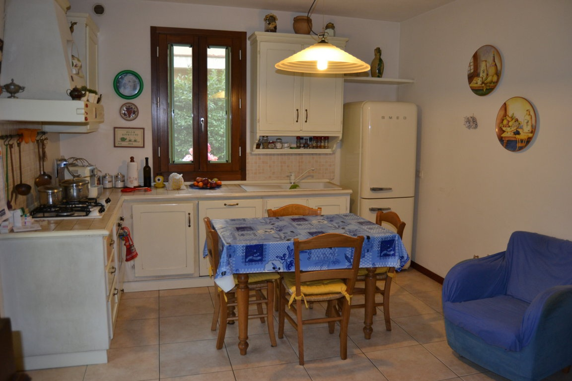 Appartamento in ottime condizioni arredato in vendita Rif. 10038180