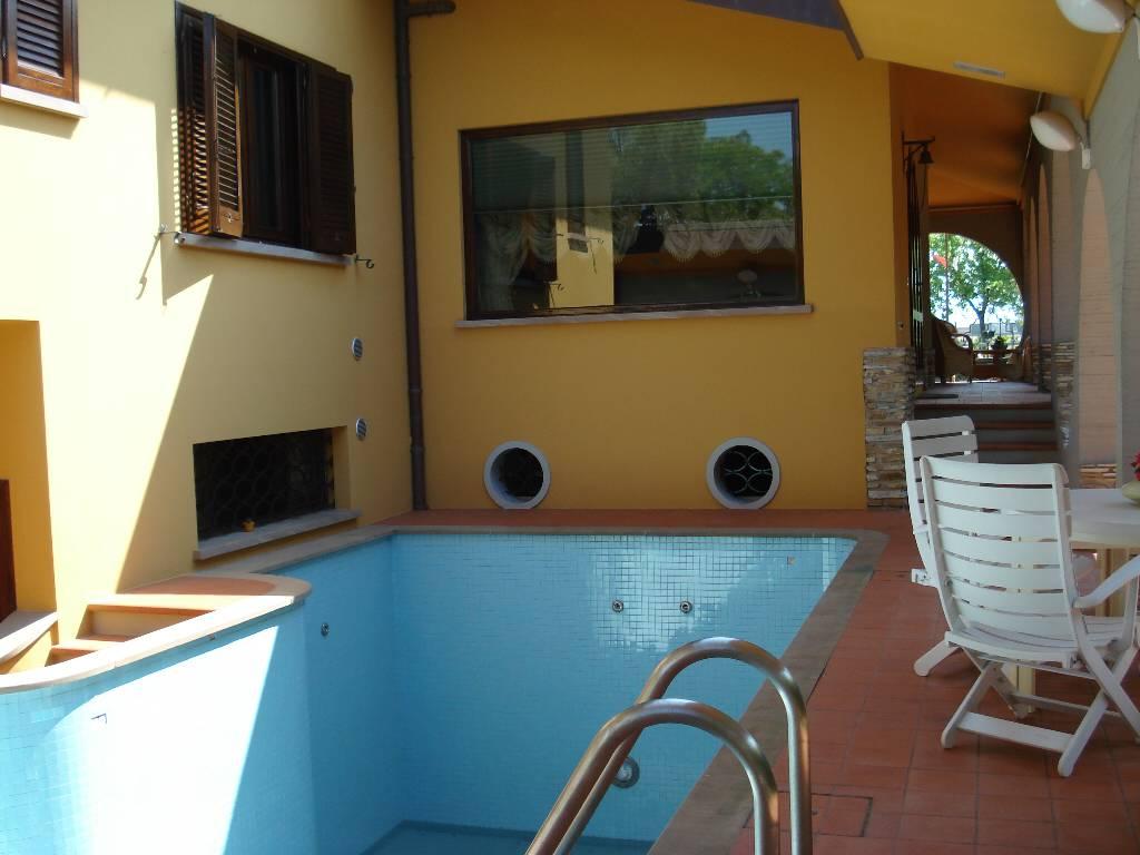 Villa in ottime condizioni arredato in vendita