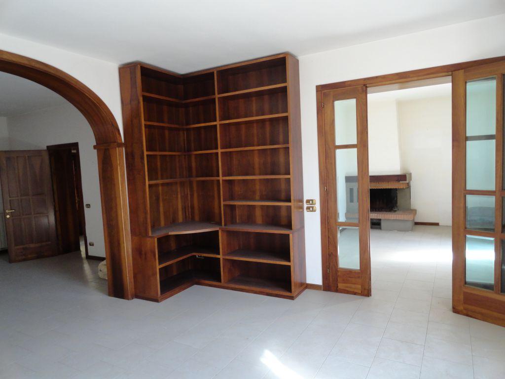 Villa da ristrutturare in vendita Rif. 10386217