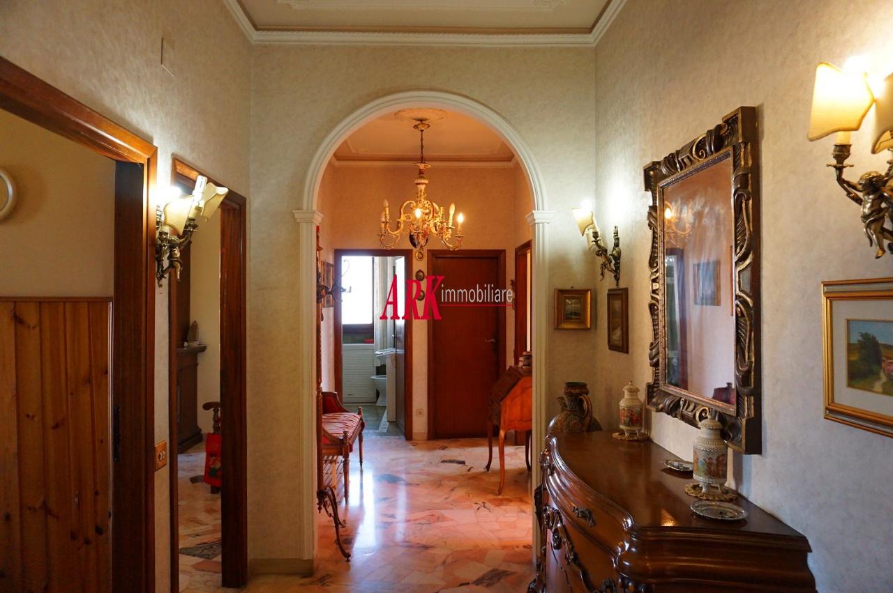 Appartamento da ristrutturare in vendita Rif. 9281515