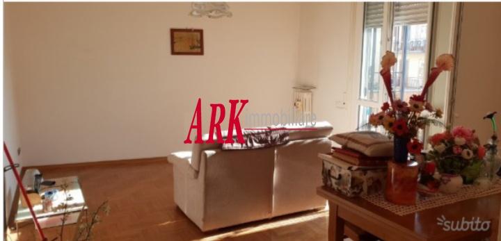 Appartamento in buone condizioni in vendita Rif. 9281521