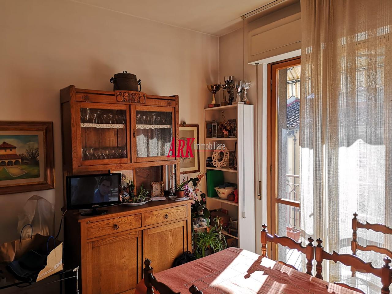 Appartamento in buone condizioni in vendita Rif. 9840074