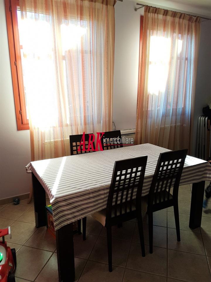 Appartamento in ottime condizioni in vendita Rif. 10243124